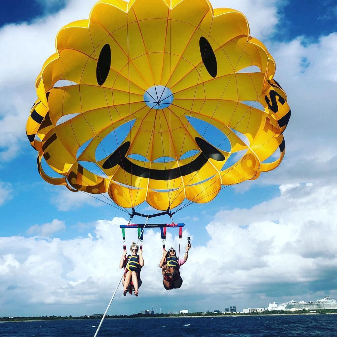 Ft Lauderdale parasailing trip